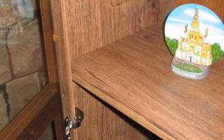 Как закрепить стекло в шкафу?