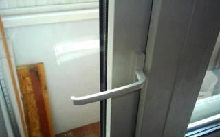 Как открыть заклинившую балконную дверь?