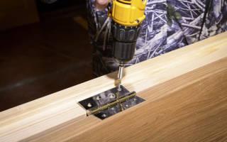 Как правильно прикрутить петли на дверь?