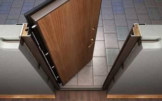 Как крепится железная дверь?