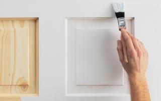 Чем покрасить уличную деревянную дверь?