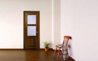 Чем вклеить стекло в дверь?