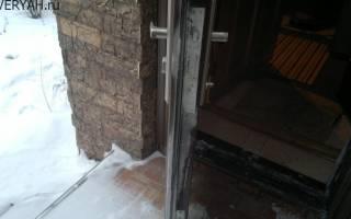Как избежать промерзания входной двери?