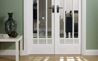 Как поменять стеклянную вставку в двери?