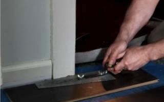 Что сначала кладут ламинат или ставят двери?