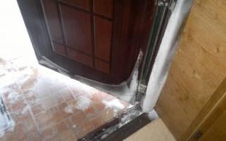 Как утеплить уличную железную дверь?