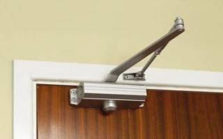 Как ремонтировать доводчик двери?