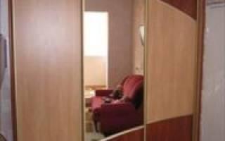 Чем лучше приклеить зеркало к шкафу?
