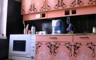 Как и чем переклеить в кухне мебель?
