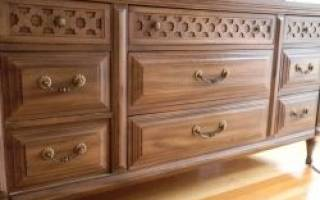 Как реставрируют мебель из дерева?