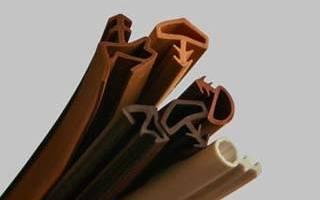 Как выбрать уплотнитель для деревянной двери?