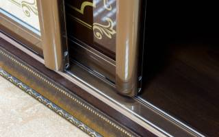 Как снять навесные двери шкафа купе?