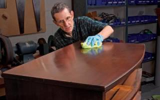 Как наносить воск на мебель?