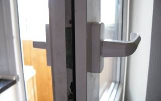 Как починить ручку на пластиковой двери?